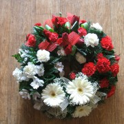 Wreath Grouped red & white